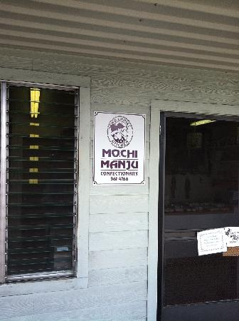 Two Ladies Kitchen : Tiny place. Cash only. Best mochi around. Anywhere.