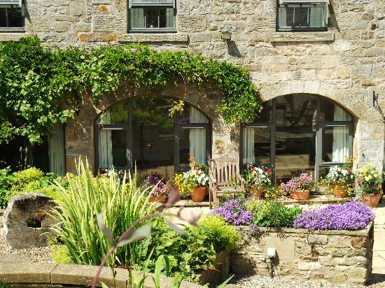 Tosson Tower Farm: Courtyard garden