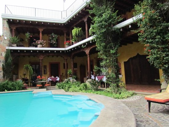 Hotel Palacio de Dona Beatriz: Main building and breakfast area.