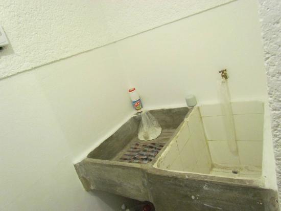 Hotel Palacio de Dona Beatriz: Hand-wash laundry sink