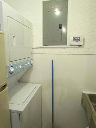 Hotel Palacio de Dona Beatriz: Laundry machines