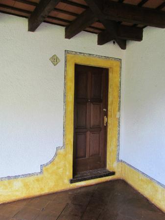 Hotel Palacio de Dona Beatriz: Front door.