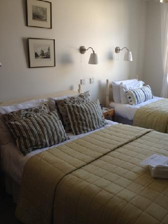 Glencree House: Beautiful Family room