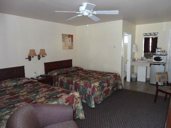 Johnny's Motel: Room 21-25