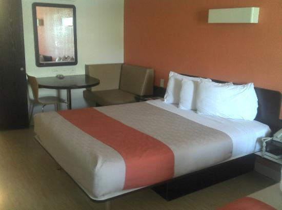 Motel 6 San Antonio Downtown - Market Square: New Bedding!