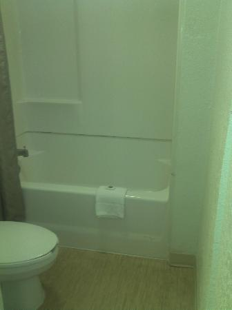 Motel 6 San Antonio Downtown - Market Square: Clean Bathroom!!!!