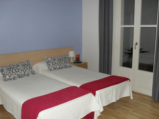 BcnStop Parc Guell: Bedroom 1