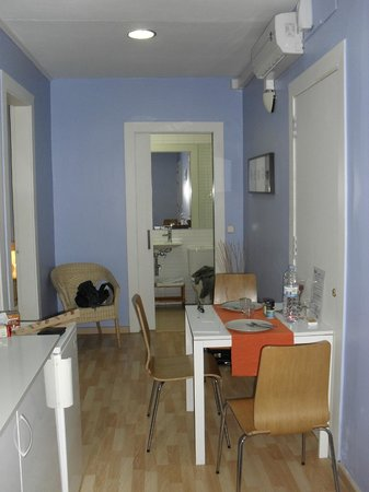 BcnStop Parc Guell: Kitchenette