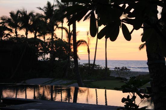 Four Seasons Resort Hualalai: beach and sunset