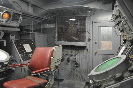 Interior portaviones picture of intrepid sea air for Interior submarino