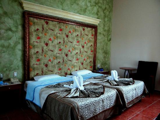 chambre une fois refaite par la femme de m nage picture of hotel telegrafo havana tripadvisor. Black Bedroom Furniture Sets. Home Design Ideas