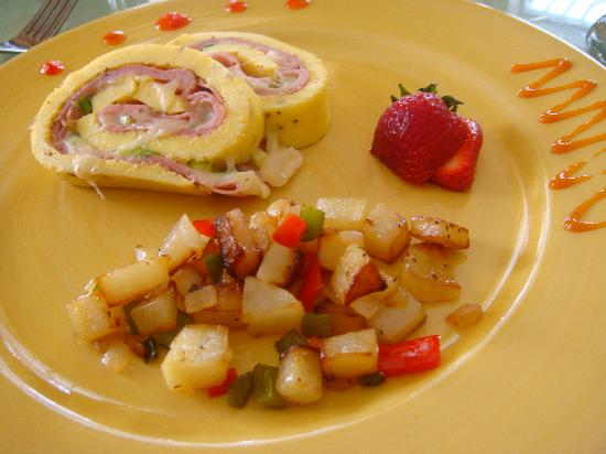 Bellavista Bed & Breakfast: Ham & Swiss Omelet Roll