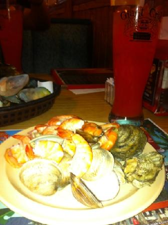 Giant Crab Seafood Restaurant: steamed oysters and shrimps cooked many ways!!!