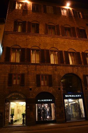 Hotel Tornabuoni Beacci: Entrée de l'hôtel