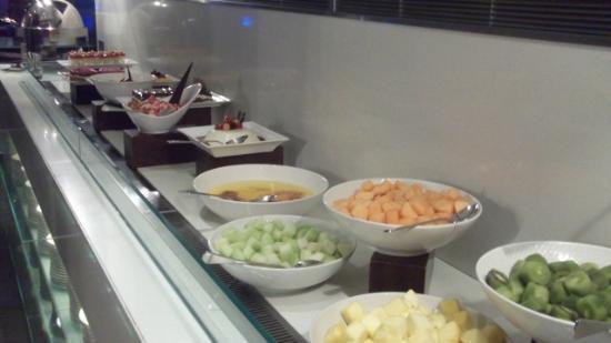Centro Sharjah: food at dinner