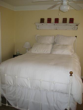 Firefly Inn Bed & Breakfast