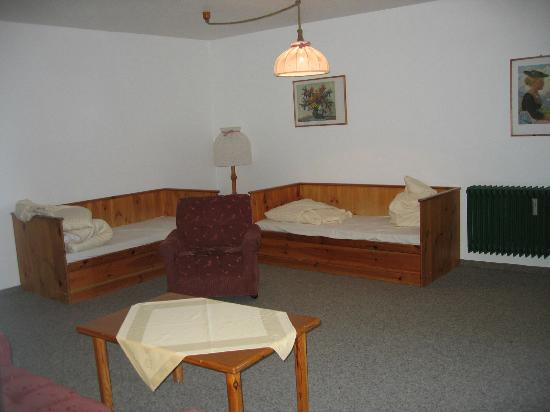 Chiemgau Appartements: Extra beds in living area