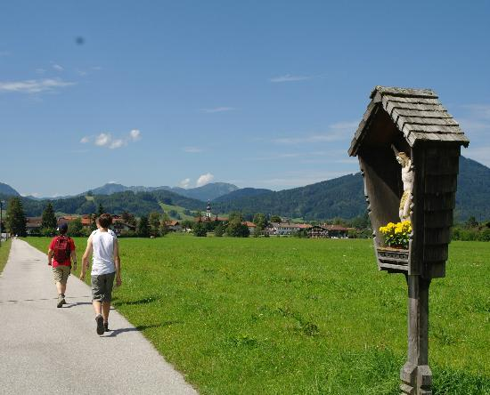 Chiemgau Appartements: Hiking back to Inzell