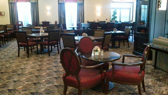 Homewood Suites by Hilton Toronto Airport Corporate Centre: Breakfast area - before the breakfast crowds
