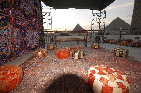 Pyramids View Inn: roof top