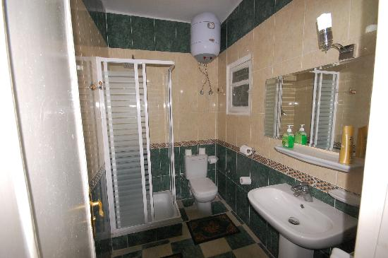 Pyramids View Inn: Bathroom