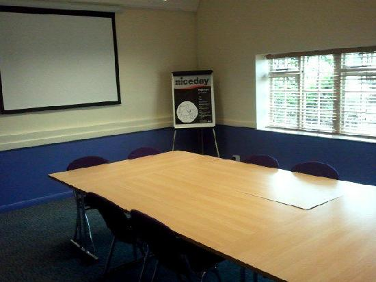 Premier Inn Milton Keynes Central Hotel: OUR SMALL MEETING ROOM