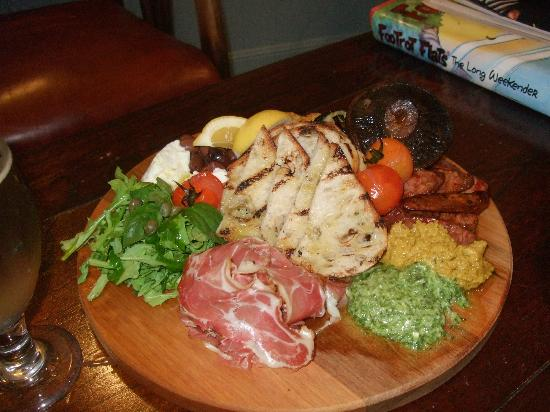 Finn's Paekakariki : Platter for 2, delicious.