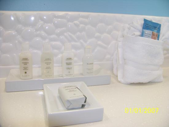 Hotel Indigo Raleigh Durham Airport at RTP: Bathroom Amenities