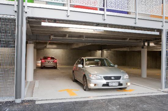 Navigate Seaside Hotel & Apartments: Carpark
