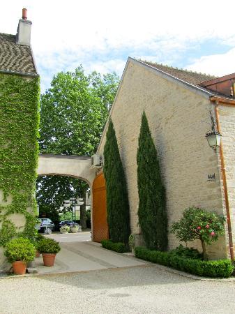 Les Jardins de Lois : Entrance/Exit