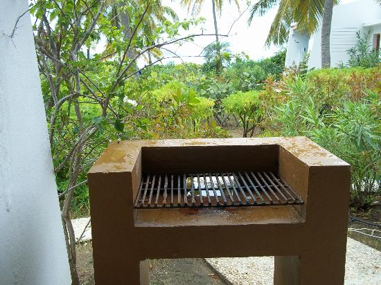 Mango Bay Resort: Outdoor bbq at our villa