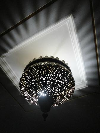 Hotel Jnane Sbile: schöne Lampen