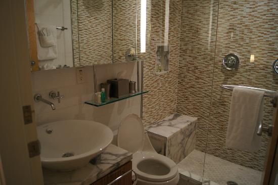 Santa Maria Suites: Baño