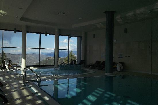 Sparkling Hill Resort: pool area