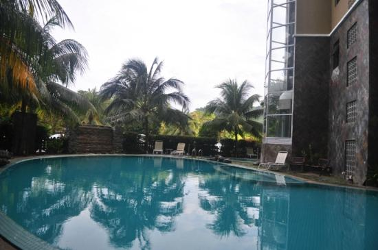 Century Suria Serviced Apartments : The apartment swimming pool