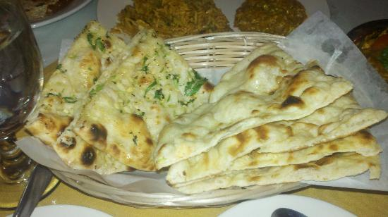 Balti Tandoori Indian Restaurant: Garlic (left) and regular (right) Naan bread