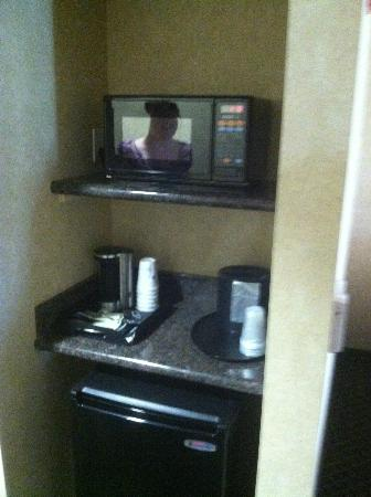 BEST WESTERN PLUS Media Center Inn & Suites: Small kitchenette