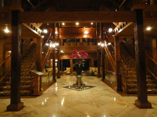 The Richforest Hotel-Sun Moon Lake: Entrance & lobby