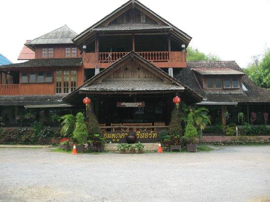 Chomphu Phukha Corner Resort
