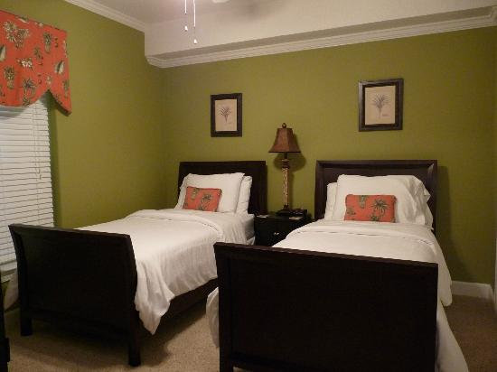 Emerald Isle Resort and Condominiums: Twin Beds in 2nd Bedroom at Emerald Isle