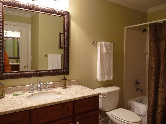 Emerald Isle Resort and Condominiums : Master Bath Emerald Isle