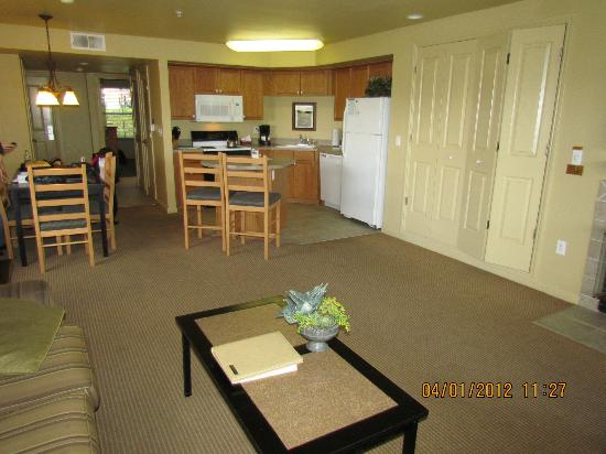 WorldMark Angels Camp: Living room to Kitchen