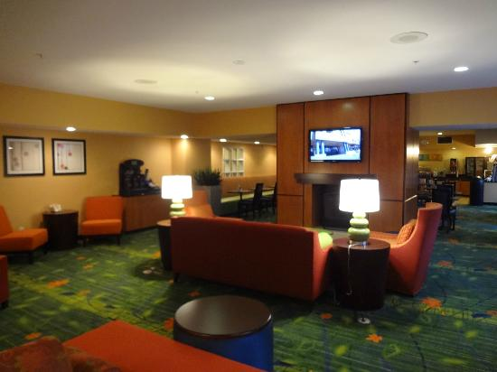 Fairfield Inn & Suites Seattle Bellevue/Redmond: Lobby area