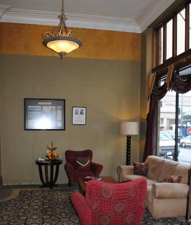 Hotel Elliott lobby