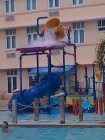 Courtyard Aguadilla: piscina para los chicos