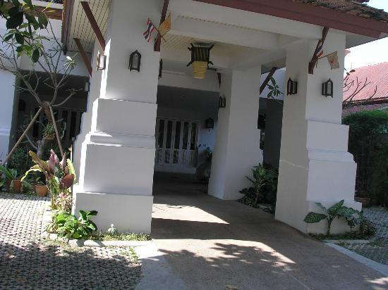 Frangipani Serviced Residences: Entrance to building