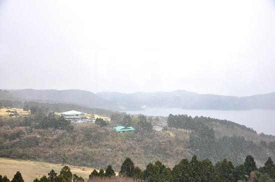 Hakone Komagatake Ropeway: snowing