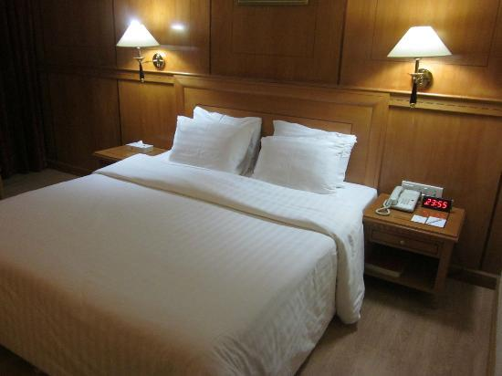 Swiss International Palace Hotel: Comfy bed