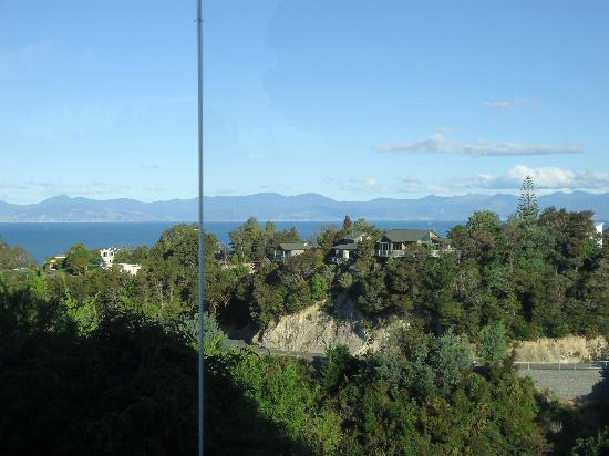 Bellbird Lodge: View from Magnolia Suite to the Marlborough Sounds in distance