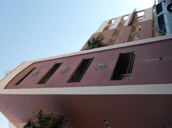 El Mirador Village Hotel: ESTA ES PARTE DE LA FACHADA DEL HOTEL
